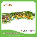 Cour de jeu d'intérieur de jardin d'enfants populaire d'enfants avec la Chambre en bois