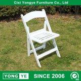 屋外の座席の結婚式のための白いファン背部樹脂の折りたたみ椅子