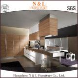 Gabinete de cozinha moderno de folheado de madeira com design simples