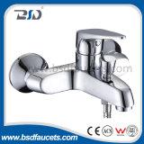 Robinet simple de salle de bains de mélangeur de Bath de traitement de chrome de support polonais de mur