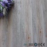 白い木製パターン皮および自己の棒のビニールの床タイル