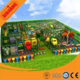 子供の屋内催し物公園のゲームセンターのコマーシャルの運動場