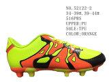 Trois couleurs deux chaussures du football d'unité centrale de taille