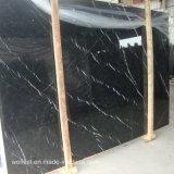 Nero MarquinaかMarquinaの黒い大理石のタイルの大理石の平板