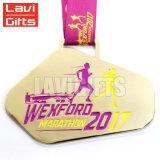 Medaglia corrente della corsa di sport di disegno di colori del metallo di disegno 3D di placcatura di maratona in lega di zinco tagliente su ordinazione unica del premio