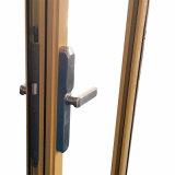 La puerta de vidrio recubierto con una contraseña con fines comerciales.