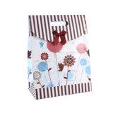 Sac de papier de fleur de configuration de cadeau enduit rouge d'art