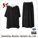 Vestiti semplici di modo due di brevi pantaloni del nero della maglietta