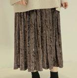 La manera del terciopelo de las señoras plisó la media falda de la carrocería
