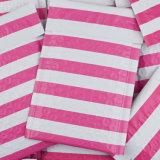 ピンクは多泡郵便利用者の自己のシールによってパッドを入れられる泡エンベロプを並べる
