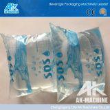 Pequeña máquina de rellenar del agua potable de la bolsa