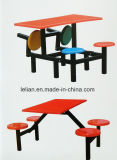 Setor de mesa e cadeira de fibra de vidro da cantina da escola