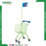 Chariot de gosses de supermarché avec la poussette de gâchette de bébé
