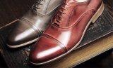 人のための牛革男性の形式的な靴、ハンドメイドメンズ靴