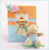 Le bébé mignon joue peu série de jouet d'ours