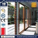 Portello interno con i disegni di vetro e decorativi della griglia del ferro saldato