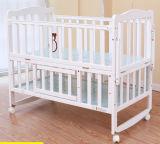 Festes Kiefernholz-Baby-Bett mit preiswertem Preis (M-X3018)