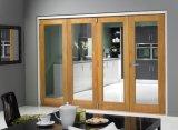 Puerta plegable de madera interior del cuarto de baño