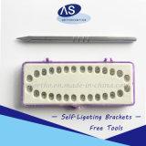 Auto-Legando le parentesi dentali con l'alta qualità