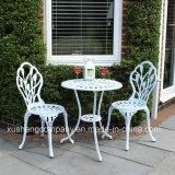 Im Freiengarten-Möbel-Gussaluminium-Tisch mit Stuhl