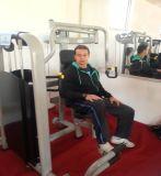 体操装置の名前の二頭筋のカール機械