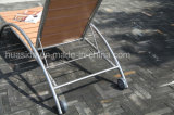 Espreguiçadeira de madeira polida de aço inoxidável Usando no hotel Beach Garden
