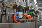 Bebida plástica da energia do frasco que faz a máquina