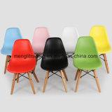 La reproducción retra de la haya modela la silla blanca del plástico de los PP del diseño