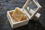 Rectángulo de madera del jabón con la tapa de cristal
