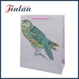 La vente en gros de la conception classique de personnaliser le logo sac cadeau imprimé papier bon marché