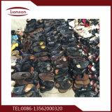 Ботинки размера второй руки большие ехпортированные к Африке