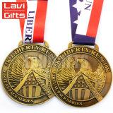 L'aventure chaude de modèle bon marché de la coutume 3D meurent la vieille médaille gravée de médaillon de récompenses plaquée par moulage de manifestation sportive de logo avec la bande