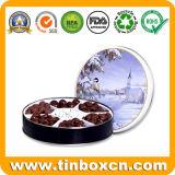 El metal redondo del estaño puede para el chocolate oscuro con el papel del regalo
