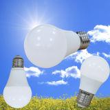 A60 E27 7W LEDの電球プラスチック+アルミニウム