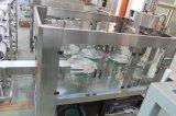 El frasco de cristal de embotellado de agua de soda de la máquina de llenado de agua potable