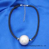 Halsband van de Parel van de Parel van het Leer van de Juwelen de Zwarte Pu van de manier Grote Imitatie voor de Juwelen van Vrouwen