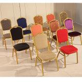 椅子を食事するホテルの使用スタック金属の結婚式の宴会