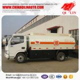 3人の手動伝達タクシーの給油のオイルタンクのトラック