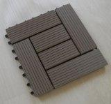 O composto de plástico de madeira de terraço em deck exterior de intertravamento de lado a lado a lado da plataforma