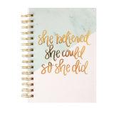 カスタム日記または文房具のノートが付いている螺線形のハードカバーのノート