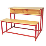 本箱を持つ2人のための木製の長い学校の机