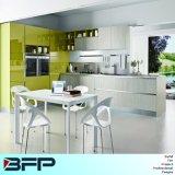 Mischfarben-hölzerne Küche-Möbel mit geöffneten Wand-Schränken Blk-61