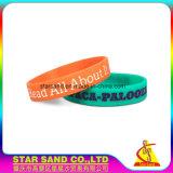 Fissare il braccialetto su ordinazione del silicone di singolo disegno di colore di marchio di Debossed nuovo