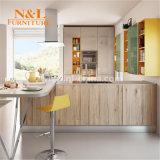 Module de cuisine bon marché de forme de la mélamine U de projet de N&L avec le contre- dessus de qualité