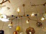 Iluminação desobstruída moderna do candelabro do restaurante da decoração do ferro da esfera de vidro