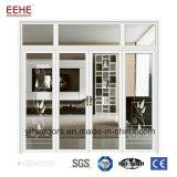 Portello dell'ufficio con i portelli di alluminio bianchi del blocco per grafici della finestra di vetro