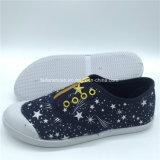 Hotsaleの子供のキャンバスの注入は蹄鉄を打つ余暇のスリップオンの靴(GJ1710-2)に