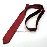 Cravates neuves de couleur de plaine de ramassage