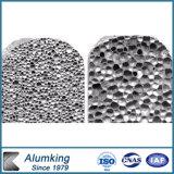 Espuma de aluminio flexible cubriendo la fachada y decoración.