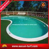 아름다운 수영풀 인공적인 잔디